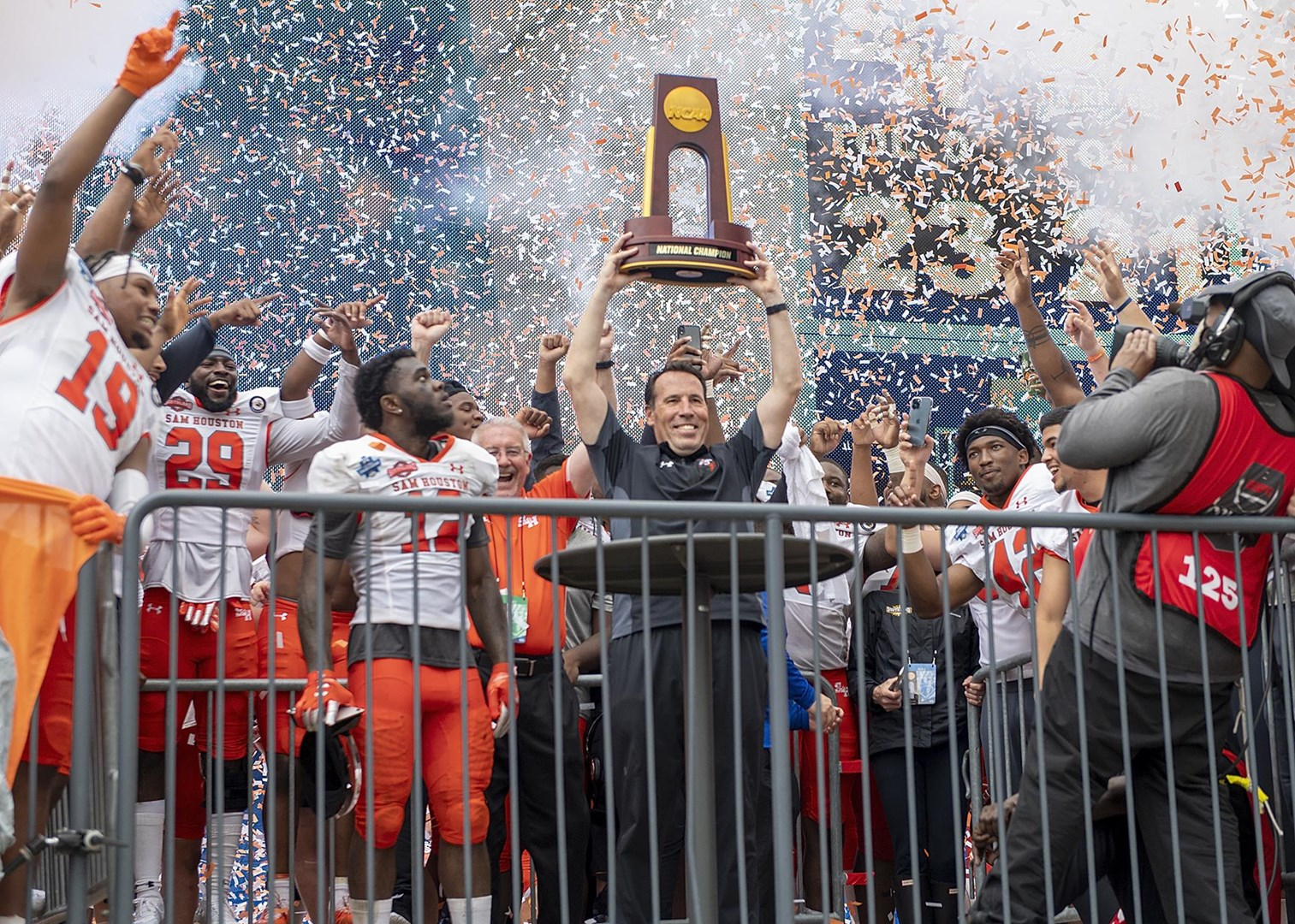 Keeler and the team celebrate national title