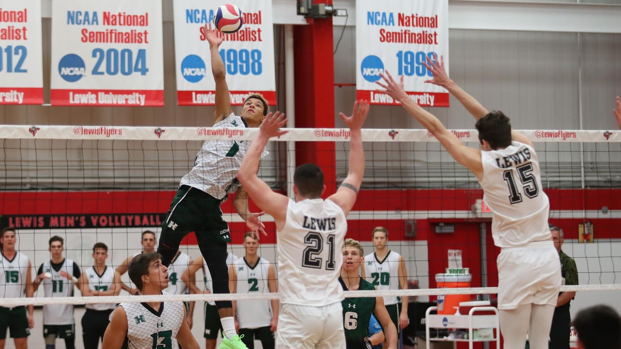Chaz Galloway Men S Volleyball University Of Hawai I At Manoa Athletics