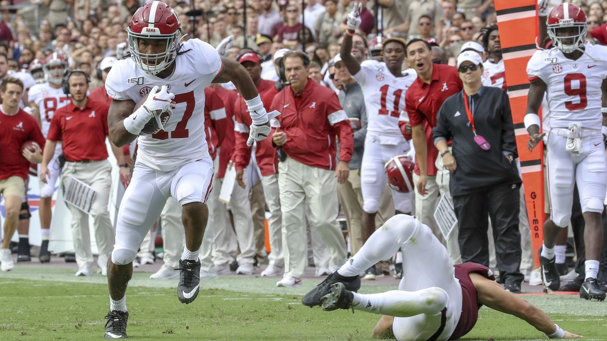 Could the Dolphins draft give Tua Tagovailoa some familiarity with Jaylen Waddle? Credit - rolltide.com