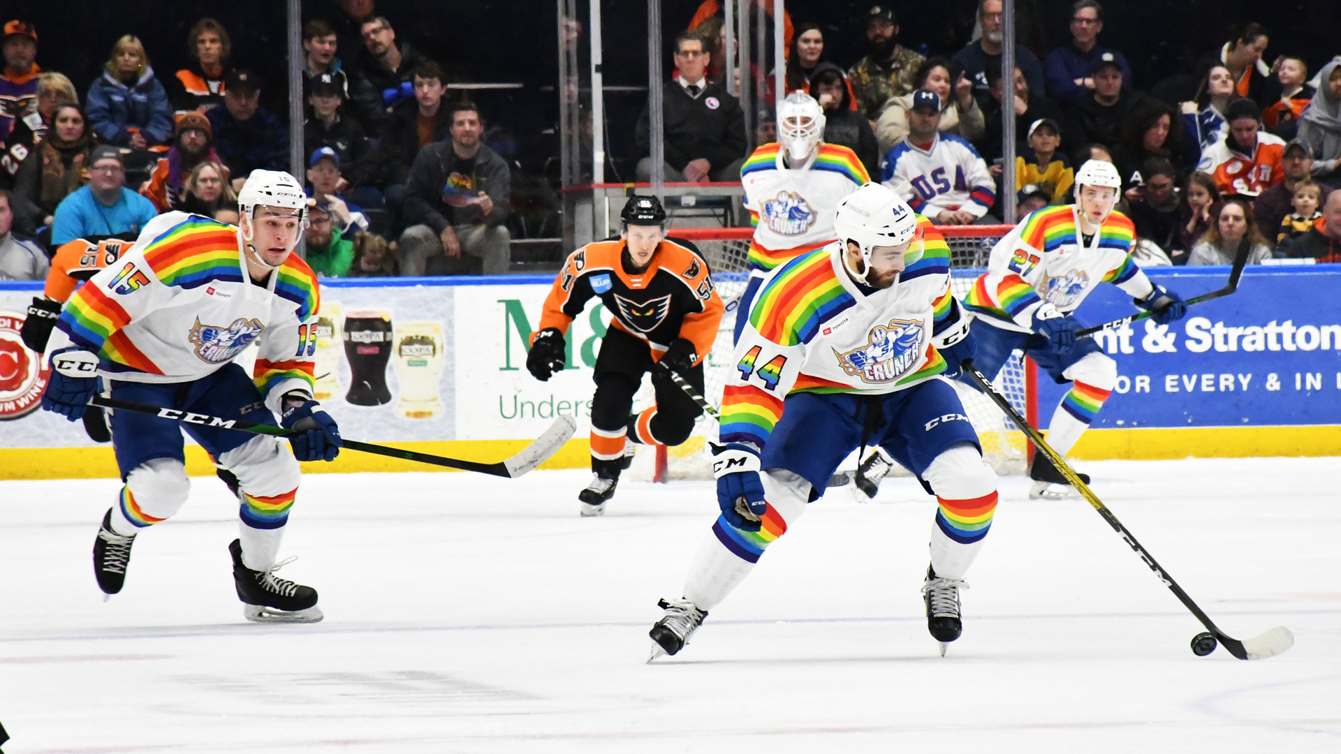 Crunch defeat Phantoms, 2-1